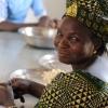 Transformatinseinheit fŸr CashewnŸsse in KouandŽ. Das Programm zum Schutz und Management der natŸrlichen Ressourcen hat fŸr die Kooperative der Frauen zu Verarbeitung der Cashewnuss Maschinen beschafft. Knapp 100 Frauen nutzen die Einrichtung, um die Wertschšpfung aus der Cashew-Produktion zu steigern.